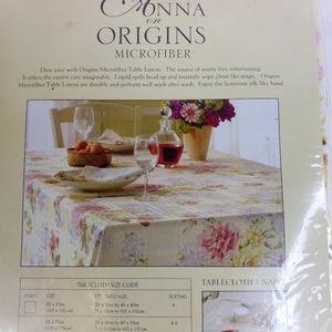 "Anna on Origins microfiber tablecloth 70"" round"